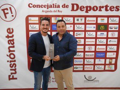 Con el seis veces campeón del mundo en kumite, Iván Leal.