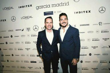 Quintero con Manuel García en el photocall de la Mercedes-Benz Fashion Week. (Foto: García Madrid).