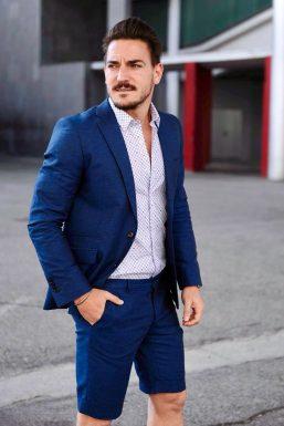 Con traje de 'García Madrid' fotografiado por Guillermo Jiménez para Esquire.